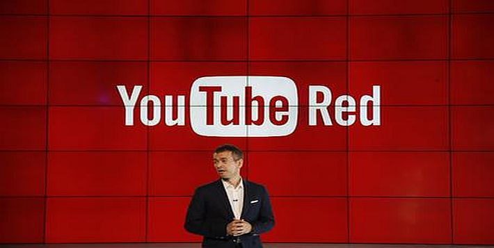 "Robert Kyncl, YouTube Chief Business Officer, speaks as YouTube unveils ""YouTube Red,"" a new subscription service, at YouTube Space LA offices Wednesday, Oct. 21, 2015, in Los Angeles. (ANSA/AP Photo/Danny Moloshok)"